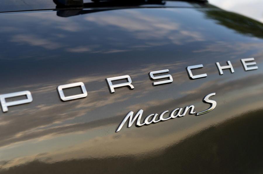 Porsche Macan S badging