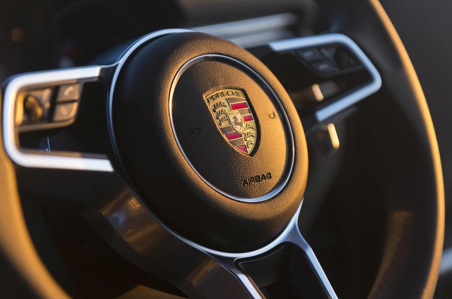 Porsche Macan S Diesel steering wheel