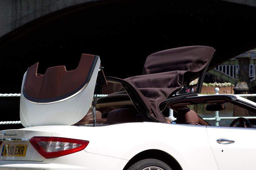 Maserati GranCabrio folding roof