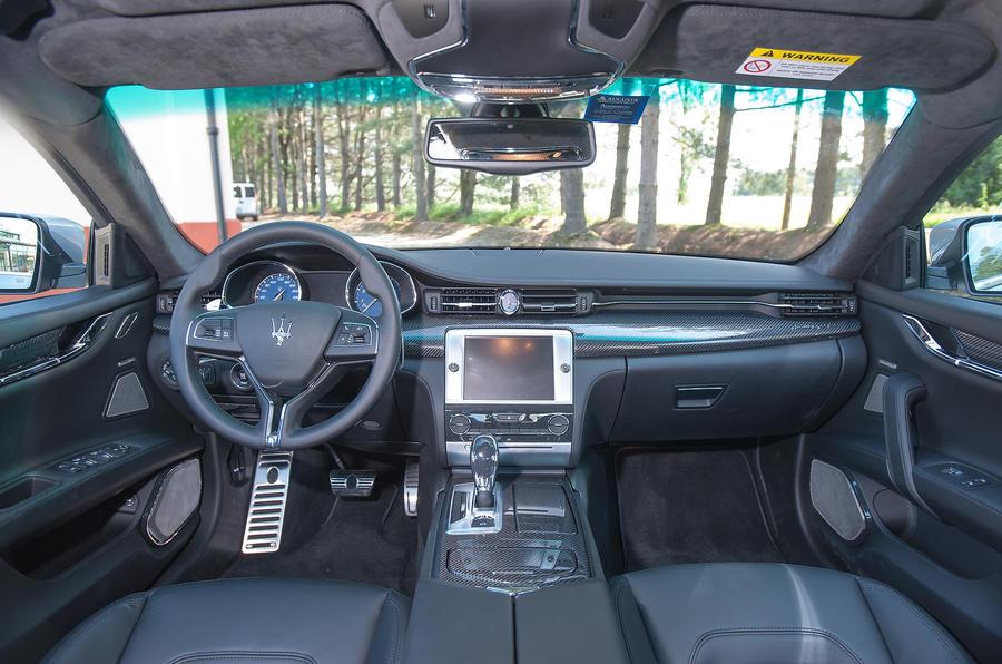 Maserati Quattroporte S dashboard