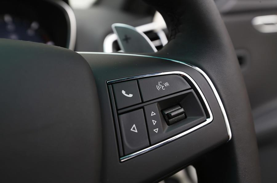 Maserati Ghibli steering wheel controls