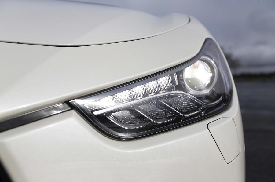 Maserati Ghibli bi-xenon headlights