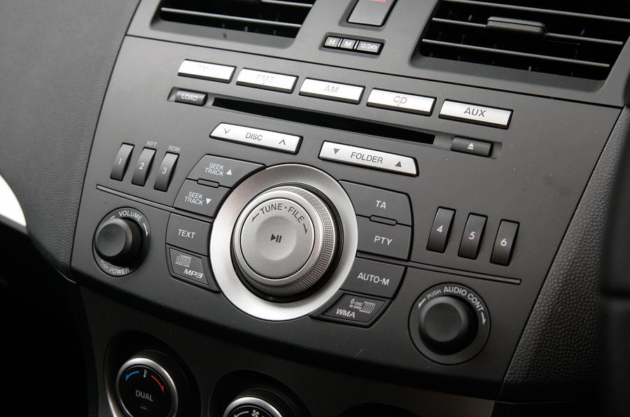 Mazda 3 audio system controls