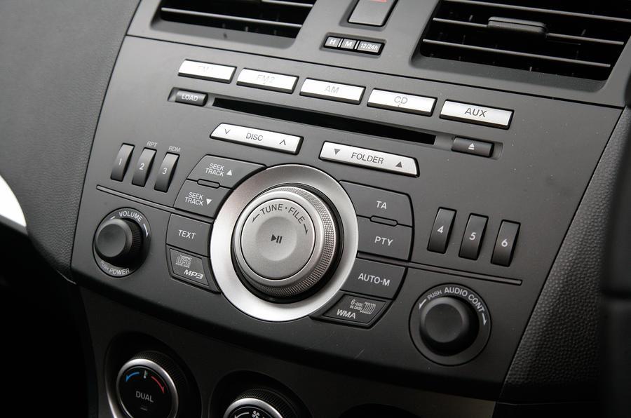Mazda 3 audio system controls