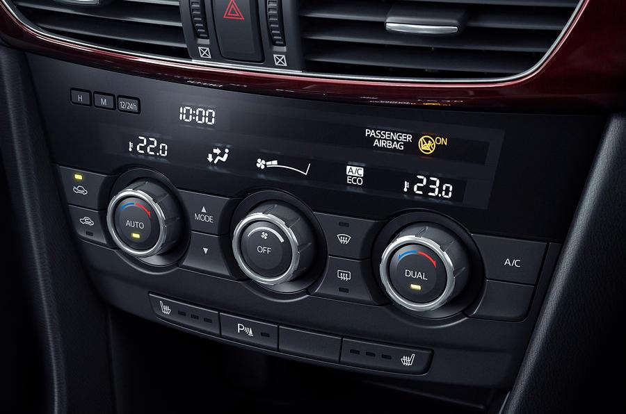 Mazda 6 centre console