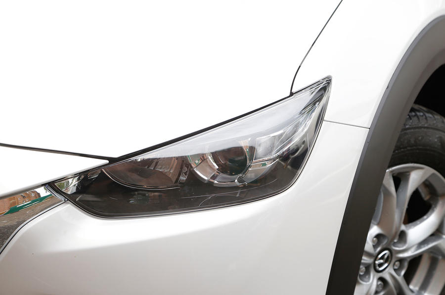 Mazda CX-3 LED headlights