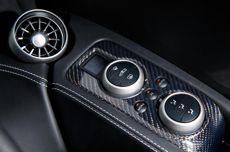 McLaren 12C Spider climate control