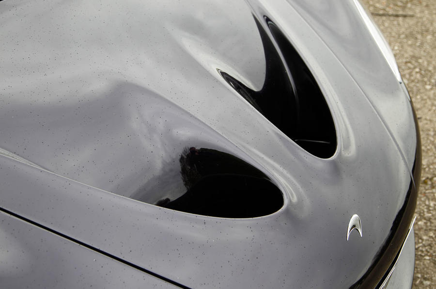 McLaren P1 bonnet air vents