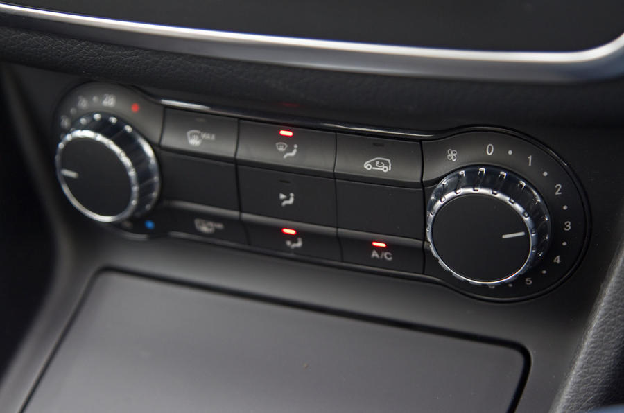 Mercedes-Benz CLA climate controls