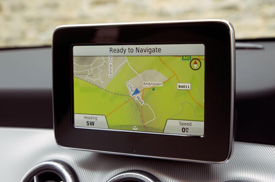 A closer look at Mercedes-Benz basic infotainment system