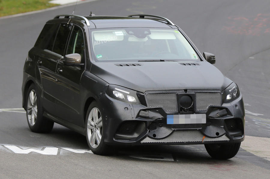 Facelifted Mercedes M-class spotted at the Nürburgring