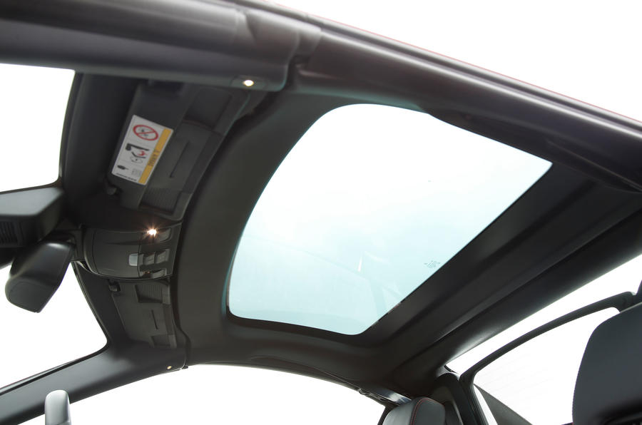 Mercedes-AMG SLC 43 sunroof