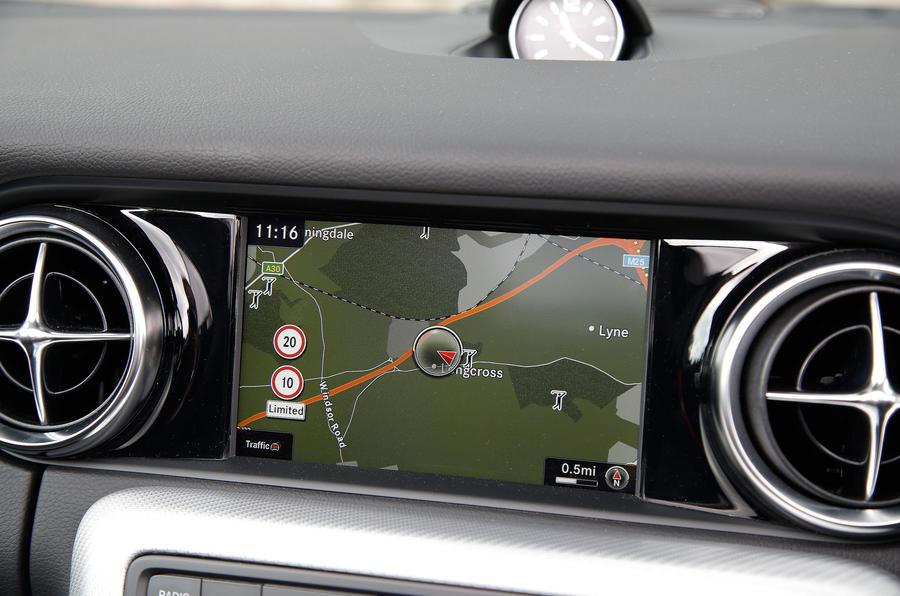 Mercedes-AMG SLC 43 infotainment