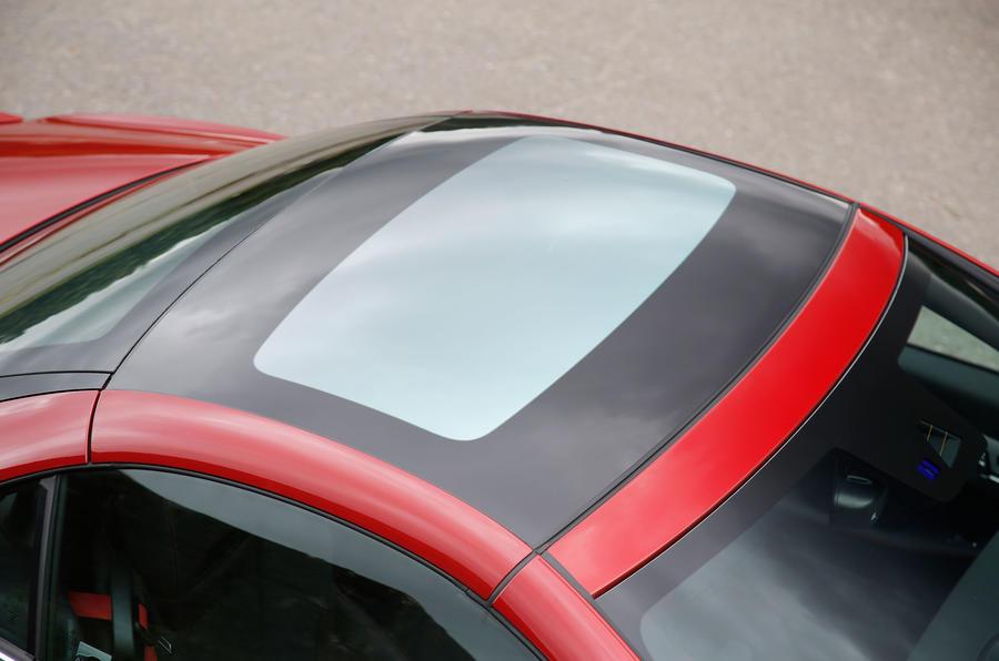 Mercedes-AMG SLC 43 roof