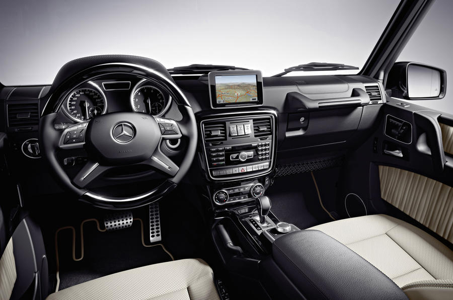 Mercedes-Benz G 350 dashboard