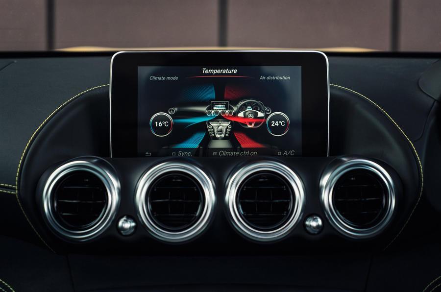 Mercedes-AMG GT S infotainment