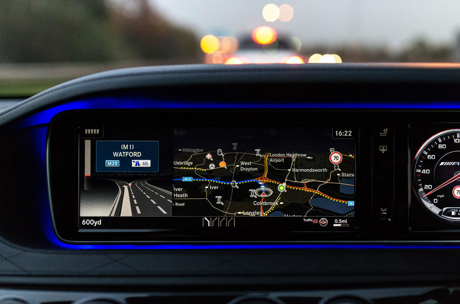 Mercedes-AMG S 63 Comand infotainment system