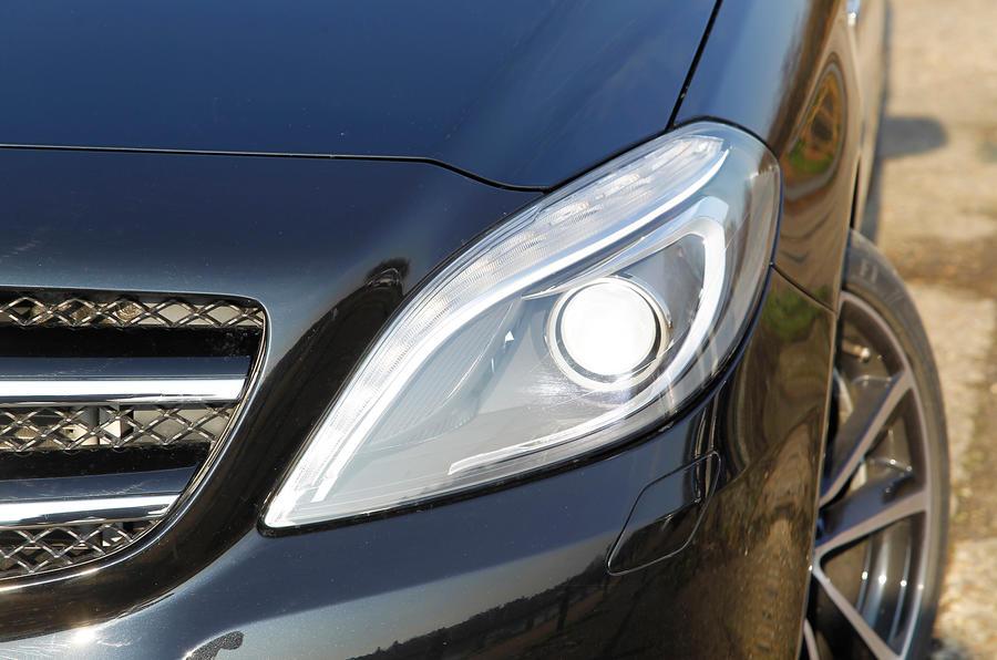 Mercedes-Benz B-Class bi-xenon headlights