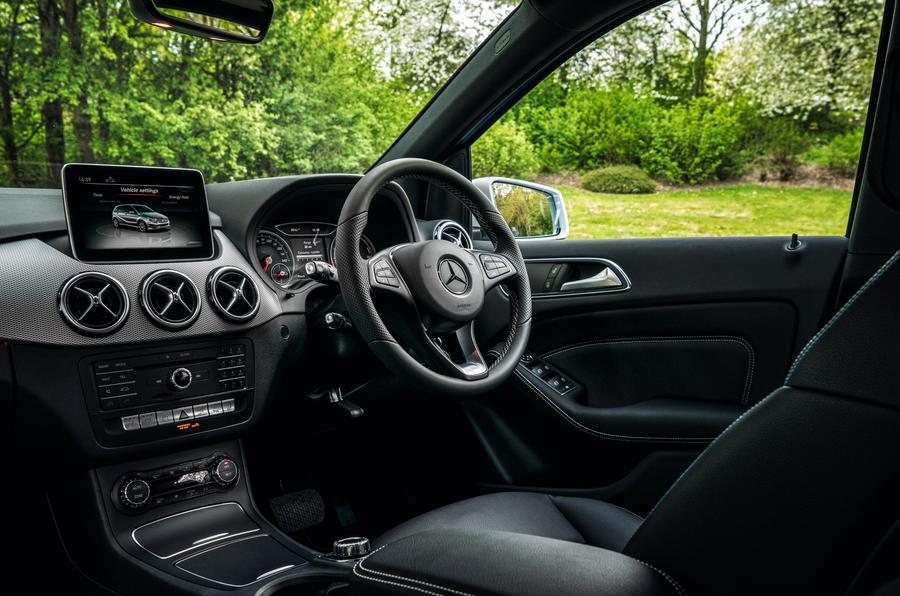 Mercedes benz b class review 2017 autocar for Cdi interior design