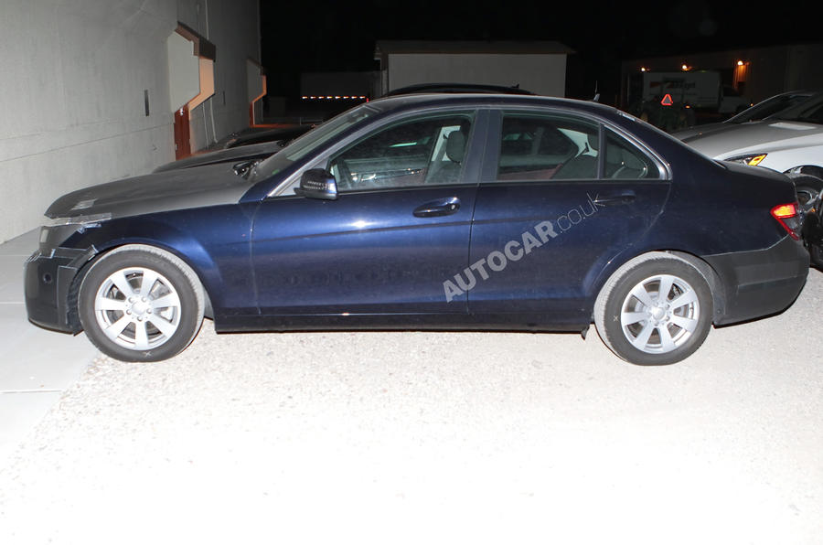 Mercedes C-class facelift: new pics
