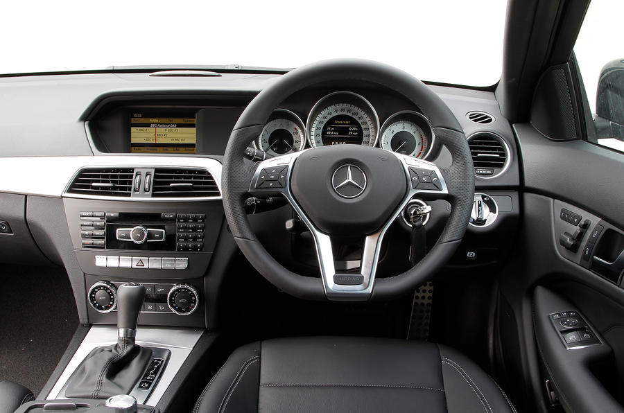 Mercedes-Benz C-Class Coupé dashboard