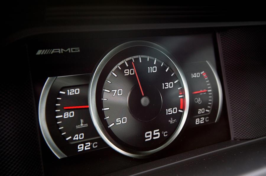 Mercedes-AMG C 63 Coupé instrument cluster