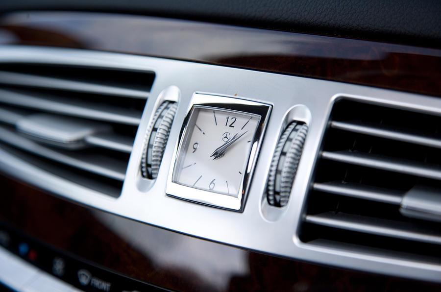 Mercedes-Benz CL centre clock