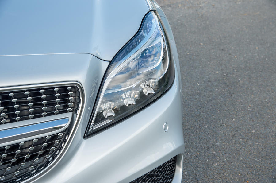 Mercedes-Benz CLS Shooting Brake LED headlights