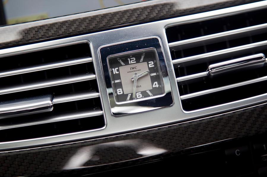Mercedes-AMG CLS 63 centre clock