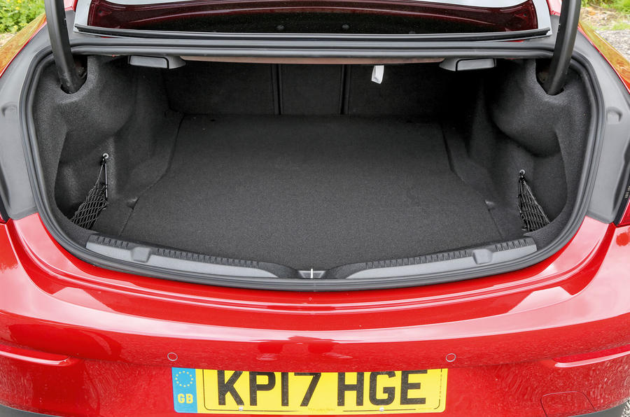 Mercedes-Benz E-Class Coupé boot space