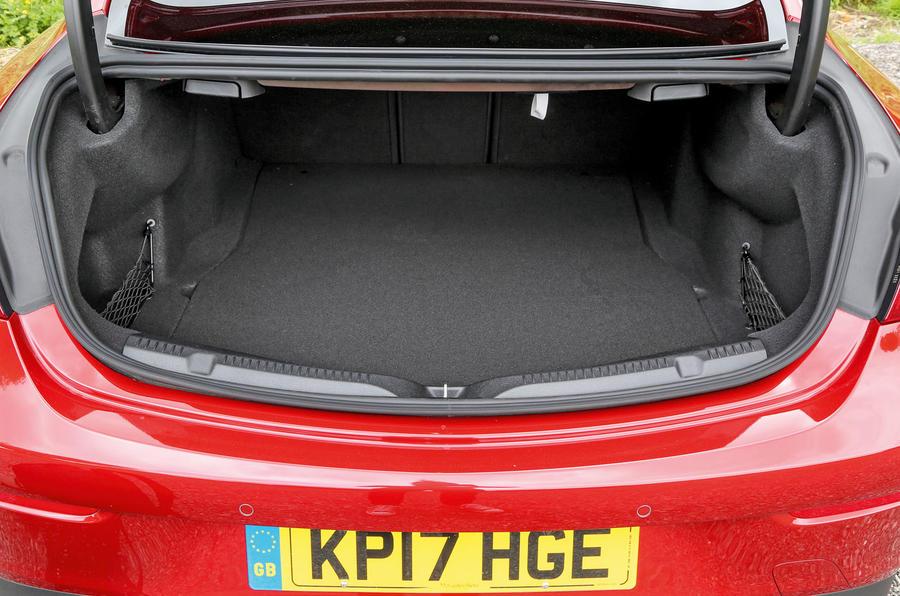 Mercedes-Benz E-Class Coupé boot space