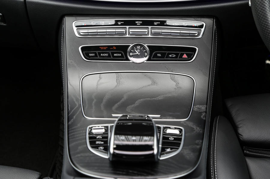 Mercedes-Benz E-Class Coupé centre console