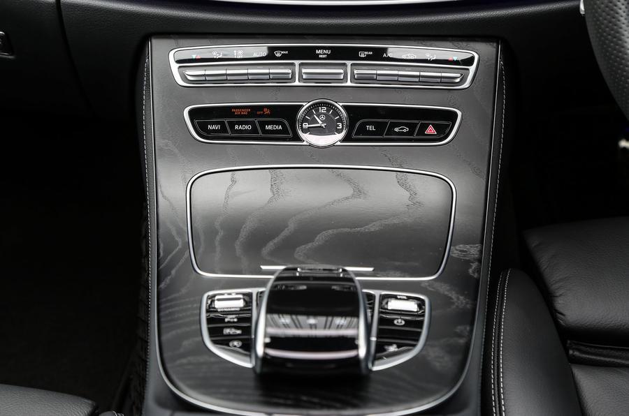 Mercedes-Benz E-Class Coupé centre console