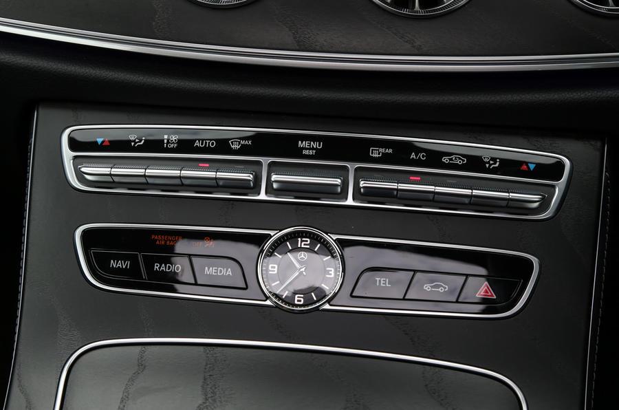 Mercedes-Benz E-Class Coupé climate controls