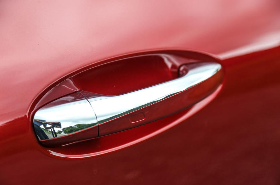 Mercedes-Benz E-Class Coupé door handle