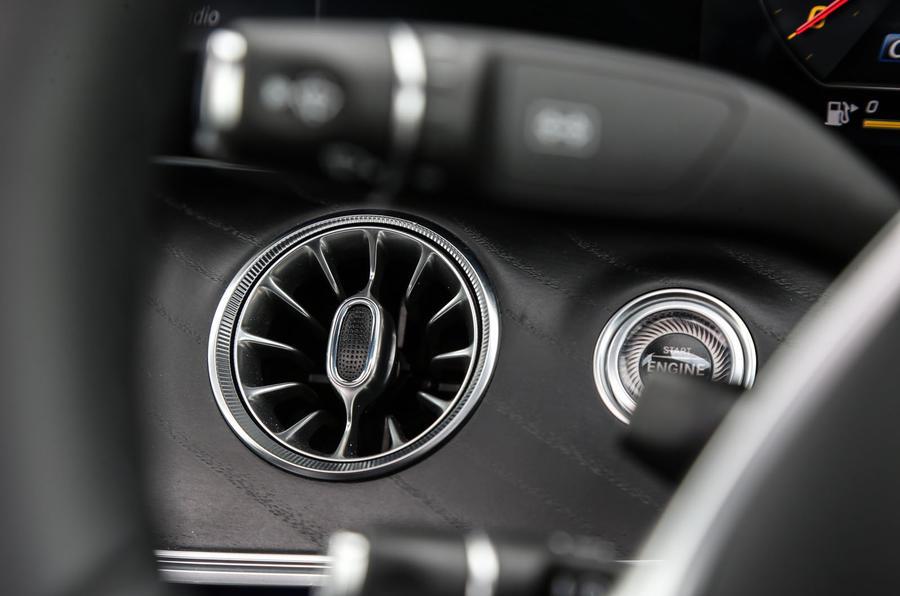 Mercedes-Benz E-Class Coupé ignition button