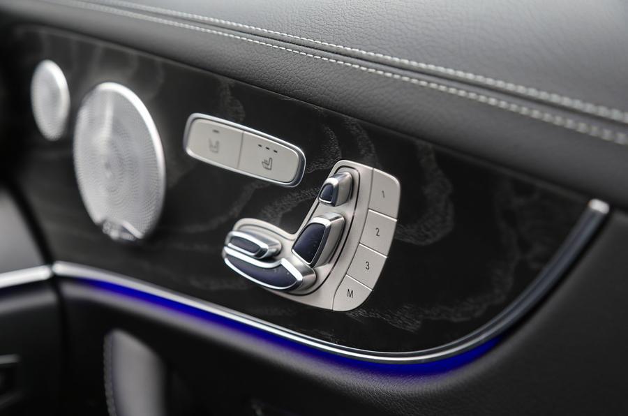 Mercedes-Benz E-Class Coupé electric seat adjustment