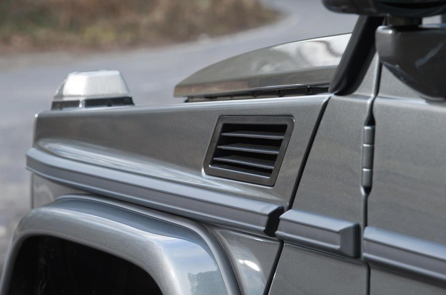 Mercedes-Benz G-Class indicators