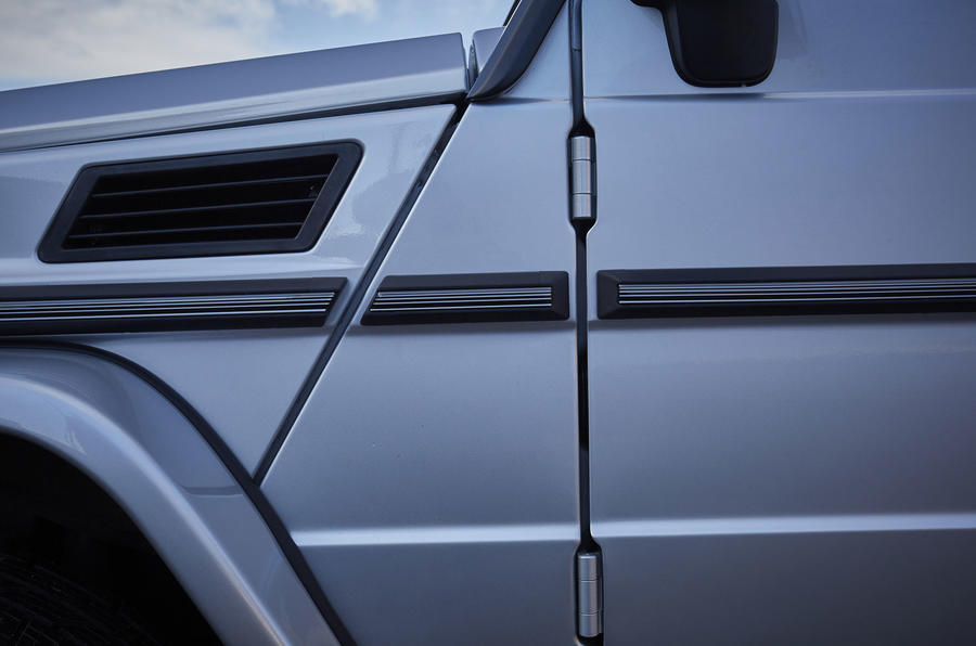 Mercedes-Benz G-Class door hinges