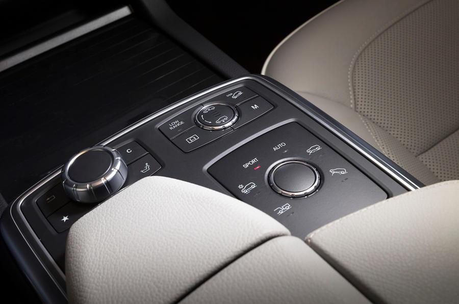 Mercedes-Benz GL 350 infotainment controls