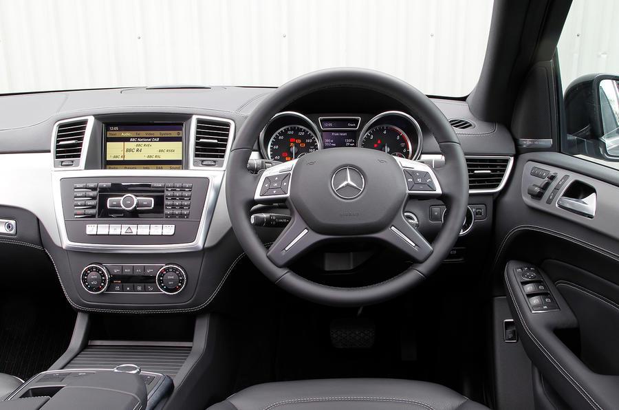 Mercedes-Benz M-Class dashboard