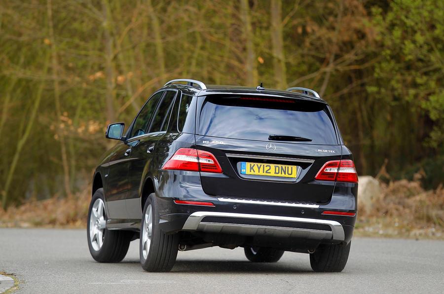 Mercedes-Benz M-Class rear cornering