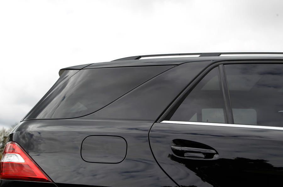 Mercedes-Benz M-Class rear windows