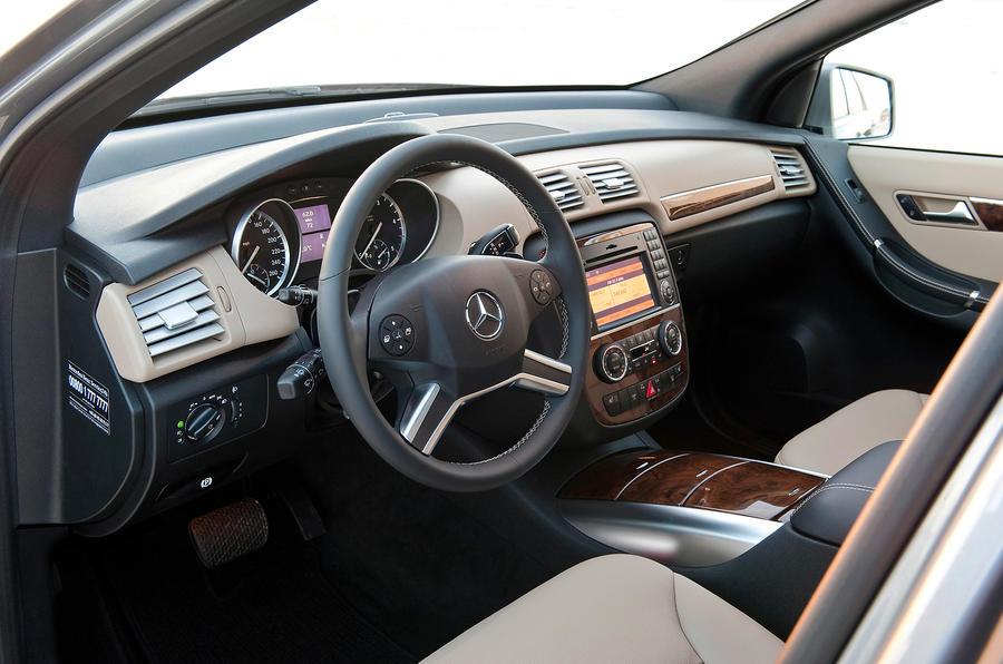 Mercedes benz r class 2006 2012 interior autocar for Cdi interior design