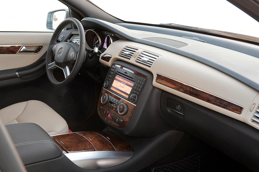 Mercedes-Benz R-Class dashboard