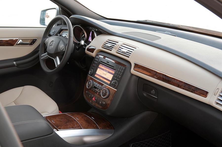 ... Mercedes Benz R Class Dashboard ...