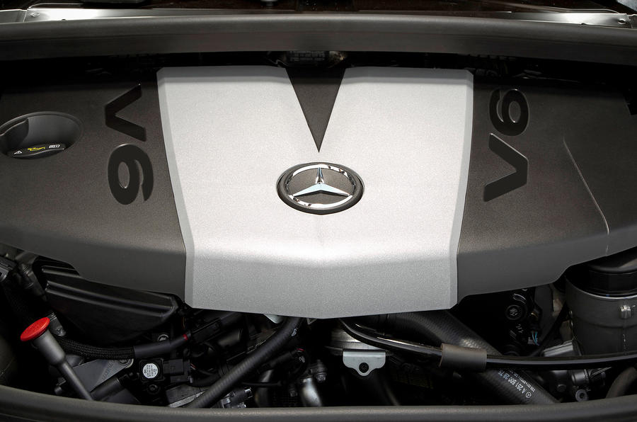 Mercedes-Benz R-Class engine bay