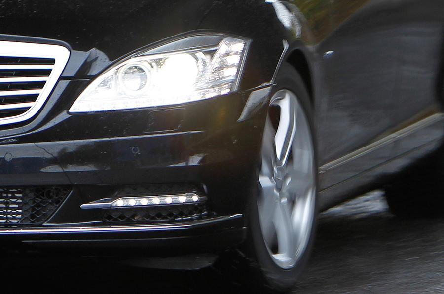 Mercedes-Benz S-Class hedlights