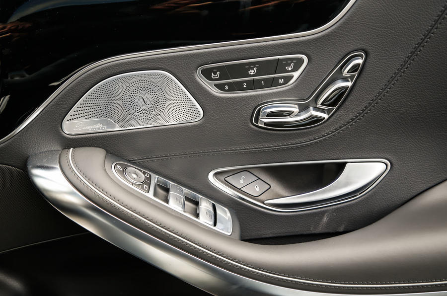 The switchgear on the doors of the Mercedes-AMG S 63 Coupé
