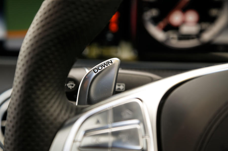The paddles for changing gear in manual mode in the Mercedes-AMG S 63 Coupé